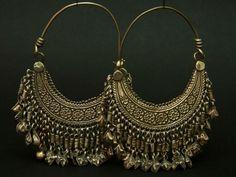 Afghanistan Silver hoop earrings from the Hazara people ca. Indian Jewelry Earrings, Silver Jewellery Indian, Jewelry Design Earrings, Tribal Jewelry, Silver Jewelry, Hoop Earrings, Silver Earrings, Silver Ring, Silver Hoops