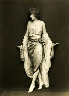 Helen Lee Worthing 1927 Ziegfeld Follies Star vintage everyday: Old Hollywood Fashion Looks Vintage, Vintage Love, Vintage Ladies, Retro Vintage, Vintage Style, Vintage Glamour, Vintage Beauty, 1920s Glamour, Belle Epoque