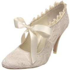 The bride's shoes. Ah!! Love these! Gotta find these somewhere...