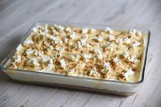 Kodin Kuvalehti – Blogit | Ruususuu ja Huvikumpu – Täydellinen suolakinuski-juustokakku valmistuu helposti uunivuokaan Krispie Treats, Rice Krispies, Bread, Desserts, Food, Tailgate Desserts, Deserts, Brot, Essen