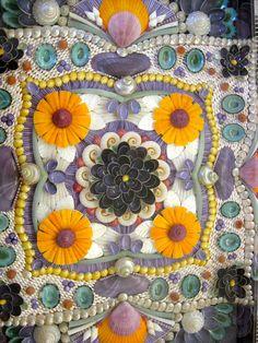 ❥ Julia Allen Smith'saward-winningSailors' Valentine (seashell art)