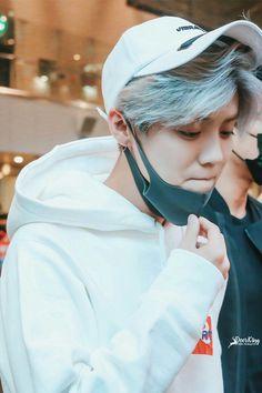 Luhan in white /////// (Só preciso dizer que o Luhan me dá uns coiso que eu não sei explicar).......~~~~~