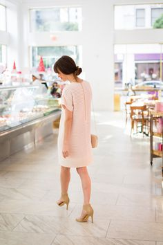Sport a shifted dress. {How cute is Mara from M Loves M?} ....hey I think this is in LA