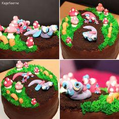 Kage der ligner en jordbund med Cathrines fondant snegle, orme og paddehatte - Cake that looks like a soil with my 10 years old daughters fondant snails, worms and mushrooms