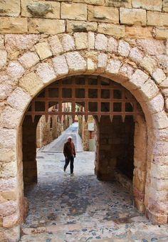 Puerta de San Jorge en la muralla de Montblanc en Tarragona