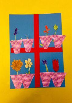 Voorjaarsbloemen voor het raam