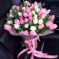 Tulip Bouquet Discover Mothers Day Gift Tips 50 Beautiful Ideas! Mothers Day Gift Tips 50 Beautiful Ideas! Beautiful Bouquet Of Flowers, Beautiful Flower Arrangements, Romantic Flowers, Tulips Flowers, Amazing Flowers, Beautiful Roses, Spring Flowers, Floral Arrangements, Beautiful Flowers