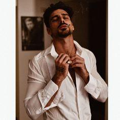 Herren Style, 365days, Just Beautiful Men, Look Man, Daddy Aesthetic, Italian Men, Men Photography, Hommes Sexy, Poses For Men