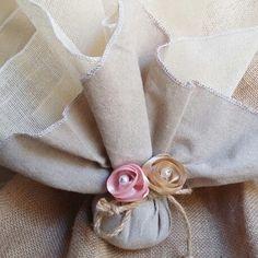 Στη σελίδα  αυτή  θα βρείτε  χειροποίητες  μπομπονιέρες  γάμου  με vintage υλικά  για έναν τέλειο  γάμο! Baptism Gifts, Baptism Ideas, Napkin Rings, Dress Shoes, Brooch, Elegant, Unique, Wedding, Beautiful