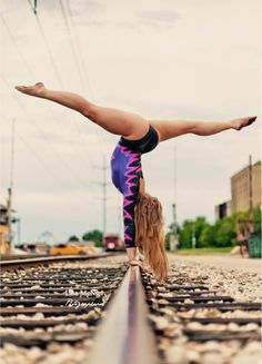 Luv this handstand pic do u like it❤️