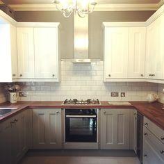 Kitchen wren gulwing chalk white Linda barker metro tiles grey
