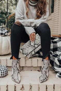 160 trendy ideas fashion trends winter outfits scarfs - page 1 Outfit Essentials, Fall Winter Outfits, Autumn Winter Fashion, Fall Night Outfit, Black Jeans Outfit Fall, Spring Fashion, Winter Sweater Outfits, Casual Winter, Today's Fashion Trends