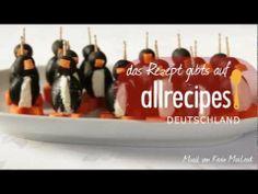 Wie macht man kleine Pinguine aus Oliven und Frischkäse? Dieses Video zeigt, wie's geht. Das Rezept für dieses niedliche Fingerfood gibts auf Allrecipes Deutschland:  http://de.allrecipes.com/rezept/4514/oliven-pinguine-mit-frischk-se.aspx