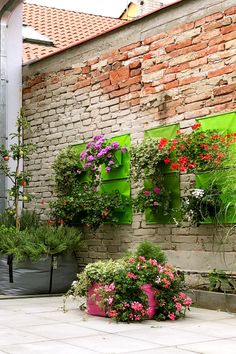 I love this walled garden filled with colourfully displayed plants and flowers. The Green Pockets® hanging planters on the wall and the innovative Green Bags® planter bags on the deck. Creates an urban jungle! Hanging Flowers, Hanging Planters, Condo Balcony, Garden Bags, Walled Garden, Container Gardening, Greenery, Deck, Bloom