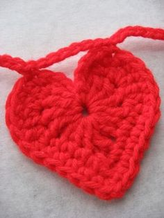 very similar to the original heart pattern I pinned but I like this one better, however the first has a video tutorial