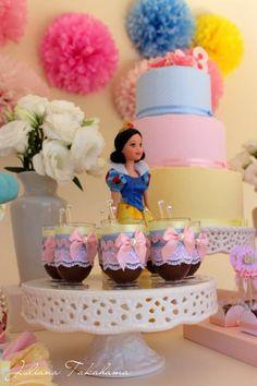 Disney Princess Partido via Idéias do partido de Kara  . Kara'sPartyIdeas com # # DisneyPrincess PartyIdeas # Suprimentos # # SnowWhite Cinderela (31)