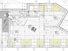 """– az előző oldal Az eredeti tervek """"… Kérésének megfelelően küldök pár képet az első építész rajzaiból. Tényleg szépek, csak volt néhány probléma.Pl. nekünk kellett utánanézni, hogy a szomszéd felé a szobán nem lehetnek tetőablakok, a lépcsőn nem lesz elég belmagasság hogy normálisan fel lehessen menni az emeletre, a kirajzolt helyek nem elegendőek az ökörszem …"""