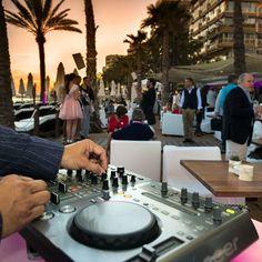Our DJ will select the perfect soundtrack to your sunset allowing you to disconnect and succumb to the surroundings. Can you feel the #AmàreSpirit  Nuestro Dj amenizará tu velada para que desconectes y te entregues al ambiente Sientes el #EspírituAmàre  #AmareMarbella #AmareBeach #Marbella #CostadelSol #Andalucía #Andalusia