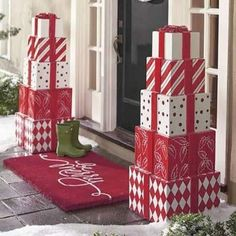 Welcome the festive season of Christmas with beautiful Christmas Outdoor Decor Ideas. From gleaming Christmas lights to outdoor Christmas trees & more. Noel Christmas, Christmas Lights, Simple Christmas, Christmas Topiary, Amazon Christmas, Christmas Movies, White Christmas, Office Christmas, Christmas Quotes