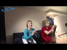 Elixir - Kotikuntoilu naiset - Piukat pakarat aikaan jalkakyykyllä television edessä.