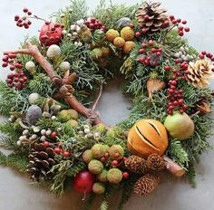 Rustic natural fruit wreath Winter decoration - Home Decor Ideas Christmas Wreaths To Make, Noel Christmas, Holiday Wreaths, Rustic Christmas, Christmas Crafts, Google Christmas, Winter Wreaths, Christmas Centerpieces, Christmas Decorations