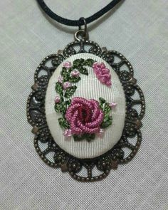 This Pin was discovered by ayg Hand Embroidery Projects, Embroidery Jewelry, Hand Embroidery Patterns, Embroidery Applique, Floral Embroidery, Embroidery Stitches, Embroidery Designs, Polymer Clay Embroidery, Cross Stitch Bookmarks