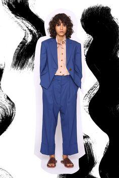 Guarda la sfilata di moda Vivienne Westwood a Londra e scopri la collezione di abiti e accessori per la stagione Collezioni Primavera Estate 2017.
