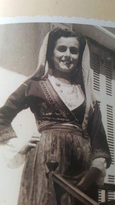 Ευτέρπη Πετρομιχελάκη Λύκειο Ελληνίδων Χανίων 1956. [ΦΟΡΕΣΙΑ ΡΟΥΜΠΙΝΗΣ ΝΙΚΟΛΑΚΑΚΗ, 1936].