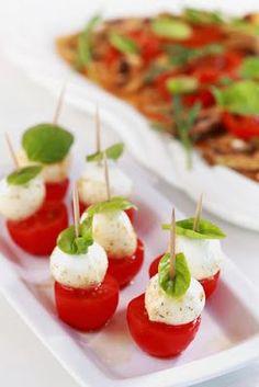 aperitivo de tomate com muçarela para festa