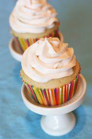 Sarah Bakes Gluten Free Treats: gluten free vegan vanilla cupcakes