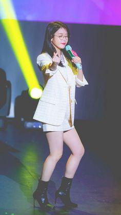Cute Korean, Korean Girl, Asian Girl, Iu Fashion, Korean Fashion, Fashion Looks, Iu Twitter, Korean Actresses, Stage Outfits