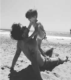 Find images and videos about family and Francisco Lachowski on We Heart It - the app to get lost in what you love. Francisco Lachowski, Father And Baby, Baby Daddy, Cute Family, Family Goals, Cute Kids, Cute Babies, Future Mom, Cute Baby Pictures