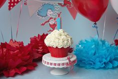 Dr. Seuss Smash Cake by The Cake Mom &  Co. (photo by Coco Captures)