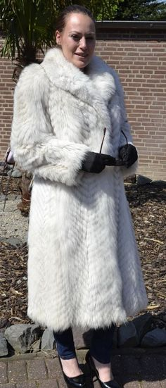 The coat is in a neat and very good condition. The coat can be closed with hooks and has side pockets. International sizing may show differeneces. Most of our fur coats and jackets are expertly cleaned in a special furs machine. Fox Fur Jacket, Fox Fur Coat, Vest Jacket, Piece Of Clothing, Clothes For Women, Stylish, Link, Silver, Red