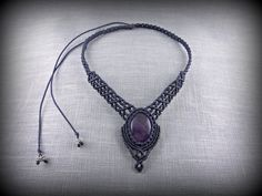 Macrame Necklace with an Amethyst Cabochon by DuFiletdesNoeuds