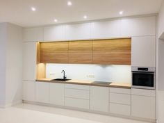 Hezke oramovani prostoru a barevnost Modern Kitchen Cabinets barevnost Hezke oramovani prostoru Minimal Kitchen Design, Kitchen Room Design, Luxury Kitchen Design, Best Kitchen Designs, Kitchen Cabinet Design, Minimalist Kitchen, Kitchen Layout, Home Decor Kitchen, Interior Design Kitchen
