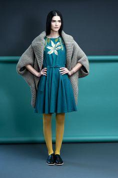 Vestido Filomena bordado a mano por artesanas Nahuas de Jaltocan, Hidalgo. #fabricasocial #disenomexicano #modamexicana #ComercioJusto #fairtrade #mexicandesign #mexicanfashion #textil #textiltradcional