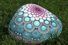 Winterspring handbemalter Stein Mandala von AnjaSonneborn auf Etsy