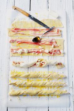Dorian cuisine.com Mais pourquoi est-ce que je vous raconte ça... : Y'a pas j'adore toujours autant me les rouler ! Tortillons croustillants croustillants et tutti quanti juste en images...