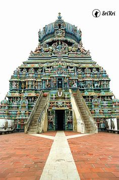 Koodal Azhagar Perumal and Inmayi Nammai Tharuvar Temple . Madurai