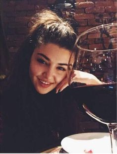 Find images and videos about Turkish and hande erçel on We Heart It - the app to get lost in what you love. Foto Instagram, Instagram Tips, Creative Photography, Photography Poses, Natural Nail Designs, Hayat And Murat, Hande Ercel, Turkish Beauty, Girl Photo Poses