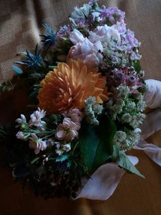 Huge Dahlias and the most gorgeous David Austin roses in peach for this casual italian country wedding David Austin Roses, Italy Wedding, Dahlias, Lake District, Flower Delivery, Peach Colors, Bouquets, Wedding Flowers, Floral Design