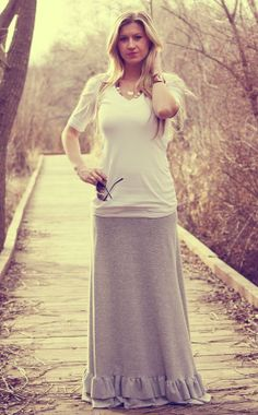 maxi skirt with ruffles--the maxi pattern is by cost, but the idea is still cute! one long ruffle for me...