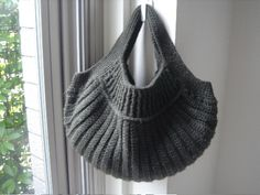 Crochet Bag - LOVE THIS!!! and love the color!! Any of my SnB ladies want to take this on?? :)