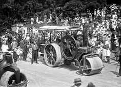 Finish of the Great Road Roller Race, Cathedral Steps, Nelson, January 1923 Antique Tractors, Antique Cars, Vintage Farm, Steam Engine, Dieselpunk, Heavy Equipment, Agriculture, Cathedral, Steampunk