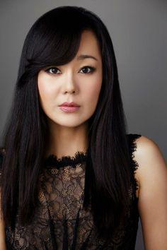 Yunjin kim (Karen Kim in Mistresses). Love her natural make up look, it makes her look younger.