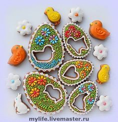 Easter - no instructions but had to pin these truly beautiful cookies. If you're as talented as the person who made these maybe you could too? Fancy Cookies, Iced Cookies, Cute Cookies, Easter Cookies, Easter Treats, Holiday Cookies, Cupcake Cookies, Sugar Cookies, Easter Cake