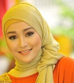 Foto: Tips memakai jilbab wajah oval   jika anda memiliki wajah oval anda hanya perlu memilih dan memadukan warna dan model yg pas dengan ku...