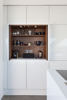 Design features include a raised breakfast bar, oven housings and a wide tandem pull out larder with retracting doors to ensure great functionality.