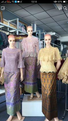 Dress Brukat, Thai Dress, Batik Dress, Myanmar Traditional Dress, Thai Traditional Dress, Traditional Outfits, Plus Dresses, Simple Dresses, Dress Shirts For Women